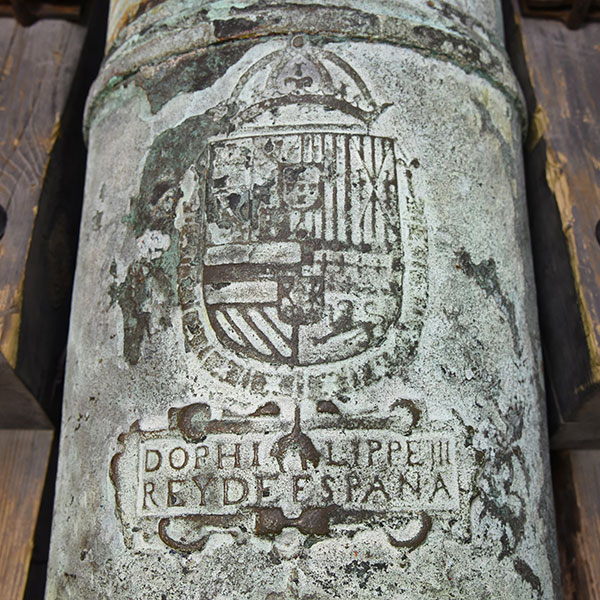 Seal insignia on cannon.